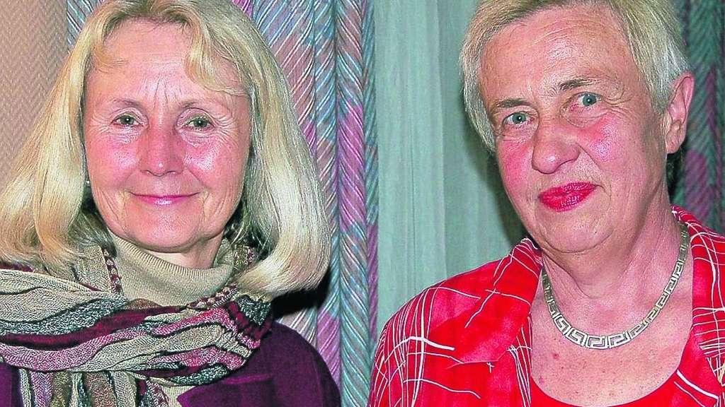 Aus der Hand der Vorsitzenden <b>Ingrid Waldeck</b> (links) nahm Brunhilde Miehe ... - 1888682806-308651001_344-3Ta7