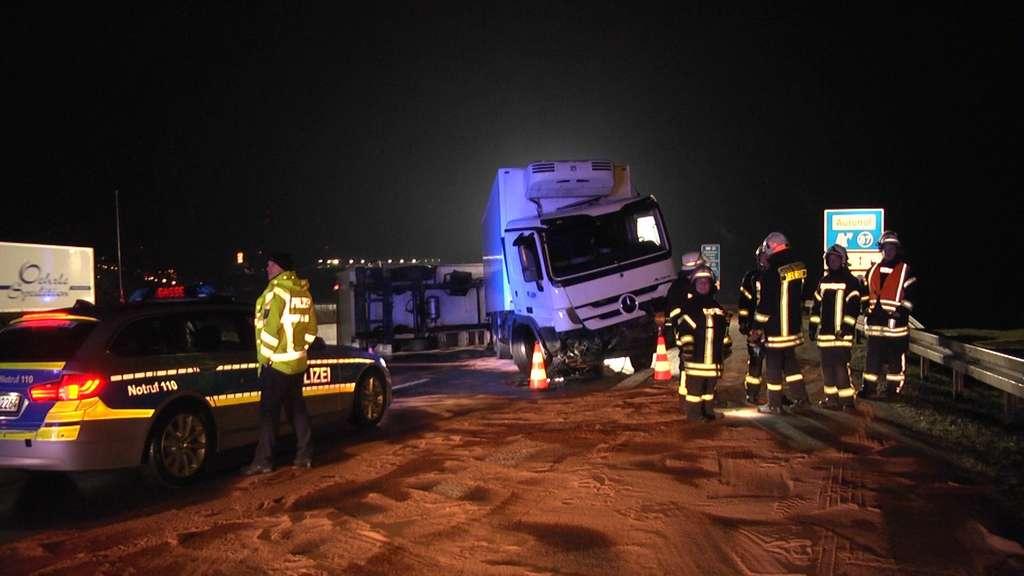 Nach schwerem Lkw-Crash: A7 bei Bad Hersfeld gesperrt