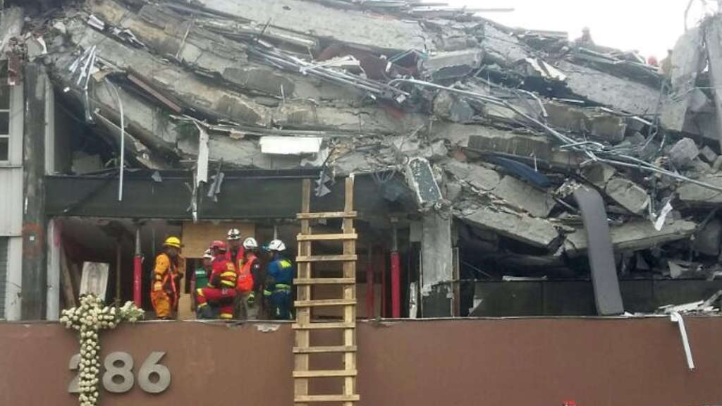 Strong quake rattles Mexico City