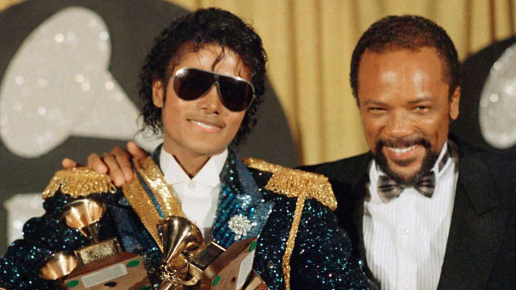 Quincy Jones (r.) mit Michael Jackson bei den Grammy Awards 1984.
