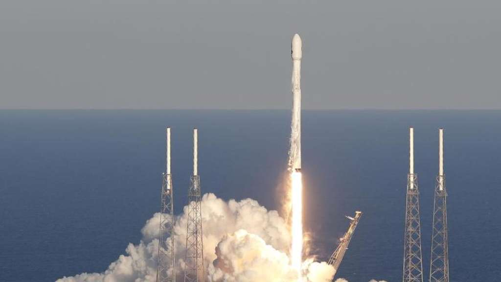 "Start in Cape Canaveral: Eine Rakete vom Typ Falcon 9 hat ""Tess"" ins All transportiert. Foto: John Raoux/AP"