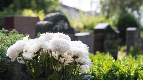 Wunderbar Wie Kann Man Gräber Schön Und Frostfest Schmücken?